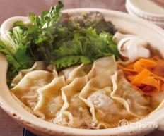 淡口ぎょうざ鍋のレシピ 作り方 和食がいっぱい ヒガシマルレシピ ヒガシマル醤油